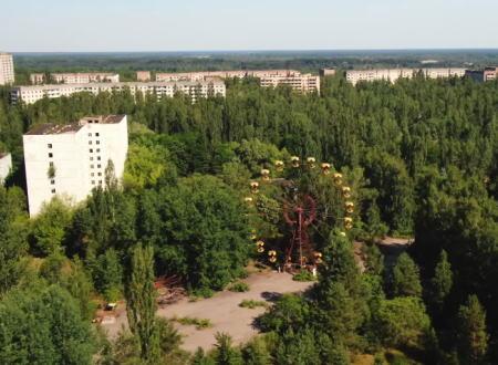 原発事故が起きたチェルノブイリ原子力発電所の現在の様子を空撮した映像