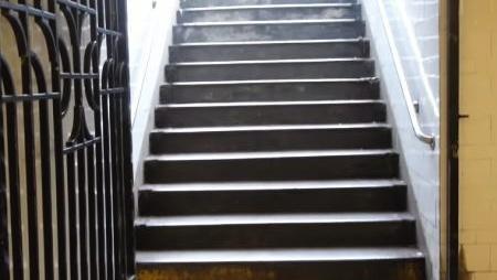 とある階段、一つだけ1.27cm高かったらどうなる?←恐ろしい結果に