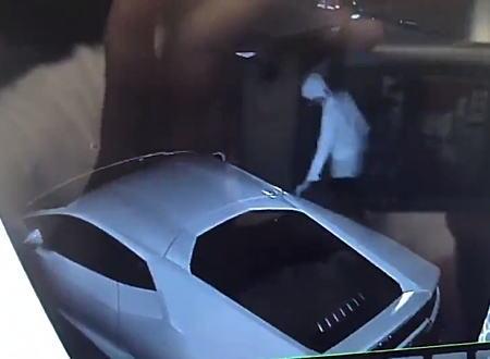 神奈川で自宅前のランボルギーニに10円で傷つけられる被害。防犯カメラに犯人が映っており懸賞金も!