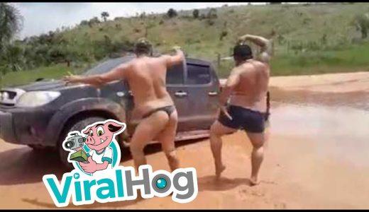 【ブラジル】車が沼に深い水溜まりにハマってしまった男達の行動が日本ではありえないと話題に
